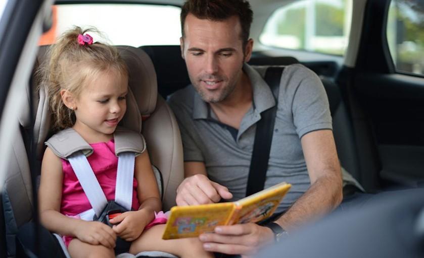 Jak przypiąć fotelik w samochodzie?